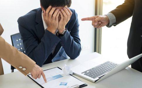 社内のモラハラ社員の特徴と対処方法|企業にとってのリスクや再発防止方法