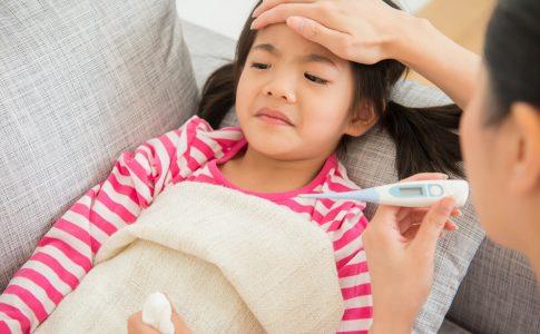「子の看護休暇」のポイント。平成29年の法改正で半日からでも取得可能に