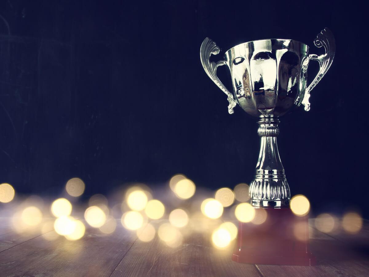 従業員のモチベーションアップにつながる社内表彰制度のメリット