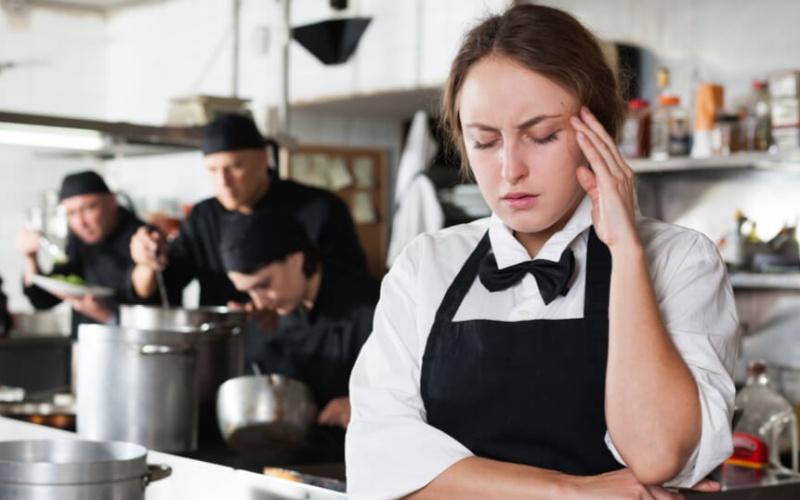 離職率が高い主な業界。離職率が高くなる原因とは