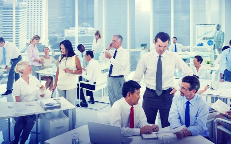 女性の離職率が男性より高い主な原因