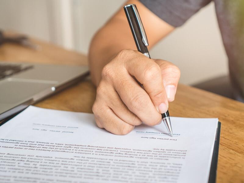 不動産契約には保証人・緊急連絡先が必要