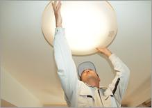 照明器具の電球交換□お部屋の照明器具の交換作業のお手伝い